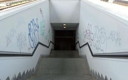 Impresa di Pulizie Antonella - Cancellazione Scritte Murali - Prima